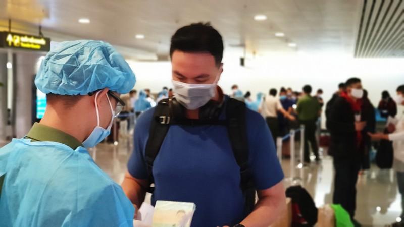 Lá chắn COVID-19 ở sân bay Tân Sơn Nhất  - ảnh 5
