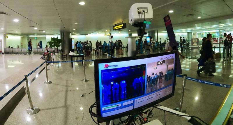 Lá chắn COVID-19 ở sân bay Tân Sơn Nhất  - ảnh 13