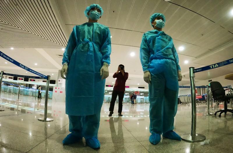 Lá chắn COVID-19 ở sân bay Tân Sơn Nhất  - ảnh 4