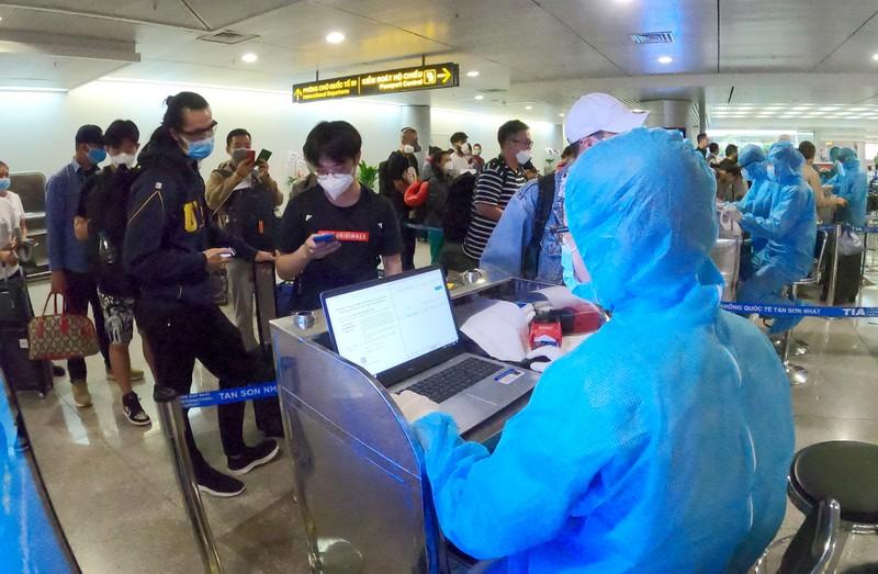 Lá chắn COVID-19 ở sân bay Tân Sơn Nhất  - ảnh 8
