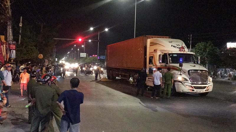 Tai nạn ở Hóc Môn, 1 người bị container cán chết - ảnh 1