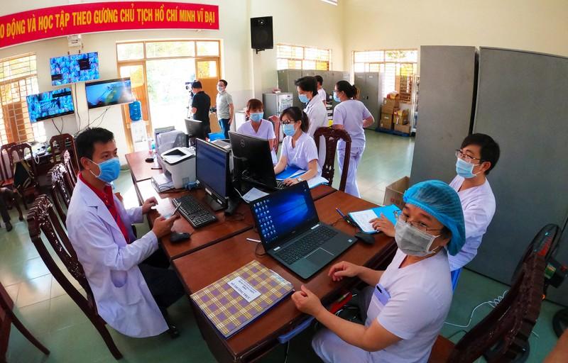 24 giờ đồng hồ ở Bệnh viện dã chiến Củ Chi, nơi chữa COVID-19 - ảnh 1