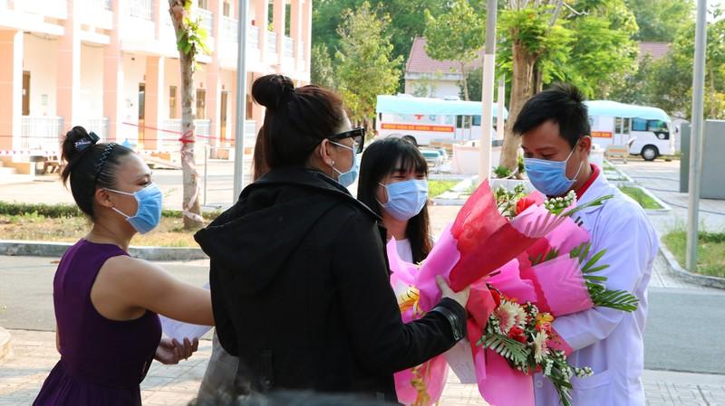 24 giờ đồng hồ ở Bệnh viện dã chiến Củ Chi, nơi chữa COVID-19 - ảnh 16