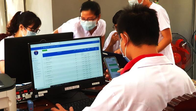 24 giờ đồng hồ ở Bệnh viện dã chiến Củ Chi, nơi chữa COVID-19 - ảnh 2