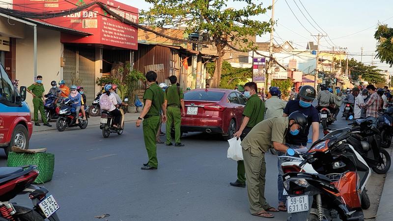Xác định nhóm chém lìa tay tài xế sau va chạm giao thông - ảnh 1