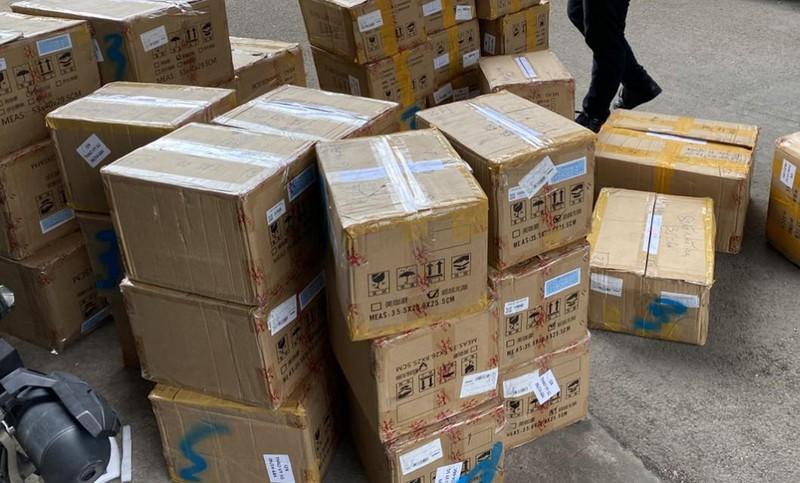 Bắt giữ kho mỹ phẩm Trung Quốc lậu cực lớn ở quận 12 - ảnh 2