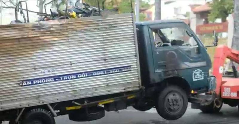 Xe tải chở bình gas bốc cháy dữ dội trên đường 3/2 - ảnh 2