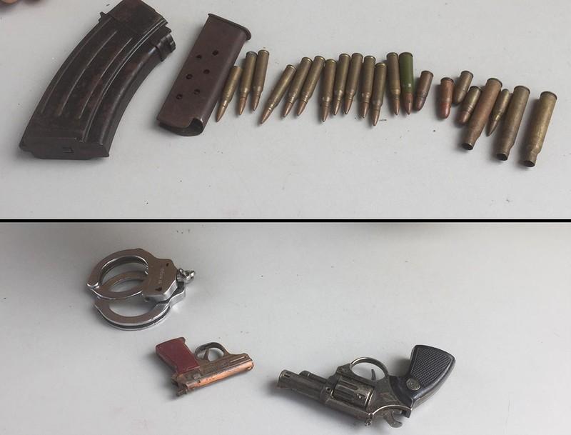 Bình Thạnh: Dân đem súng, đạn… tới đổi mì gói, dầu ăn - ảnh 2