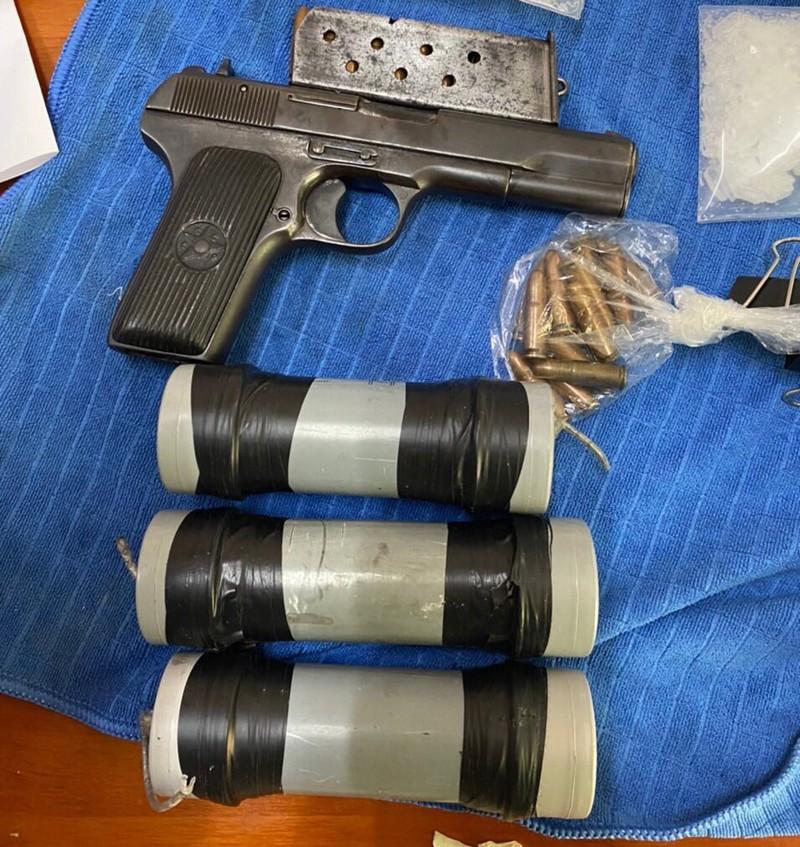 Băng buôn ma túy thủ súng, chế tạo quả nổ để chống trả công an - ảnh 4