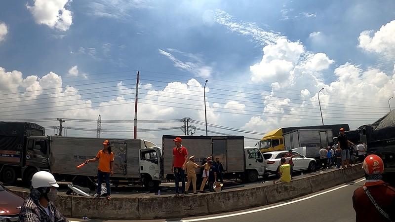 Ùn tắc nhiều cây số sau cú va chạm liên hoàn ở Bình Tân - ảnh 3