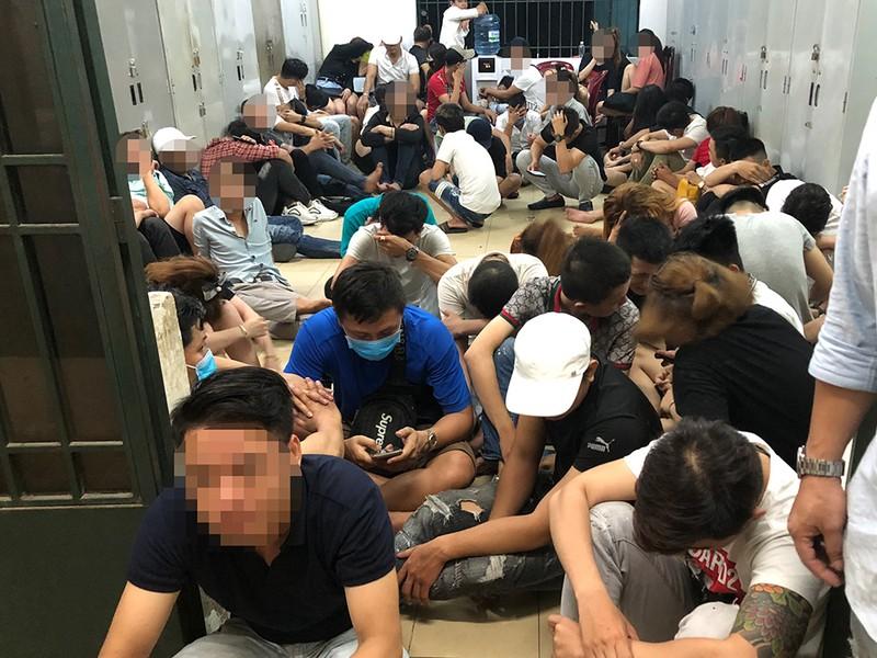 Gần 60 dân chơi phê ma túy trong quán bar ở Bình Tân - ảnh 4