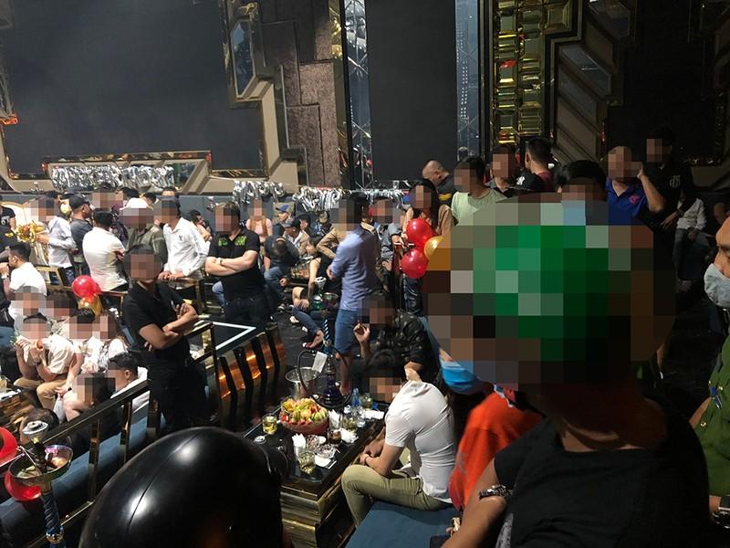 Gần 60 dân chơi phê ma túy trong quán bar ở Bình Tân - ảnh 1