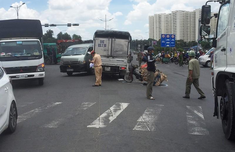 Tai nạn liên hoàn, 5 người bị thương ở Bình Tân - ảnh 1
