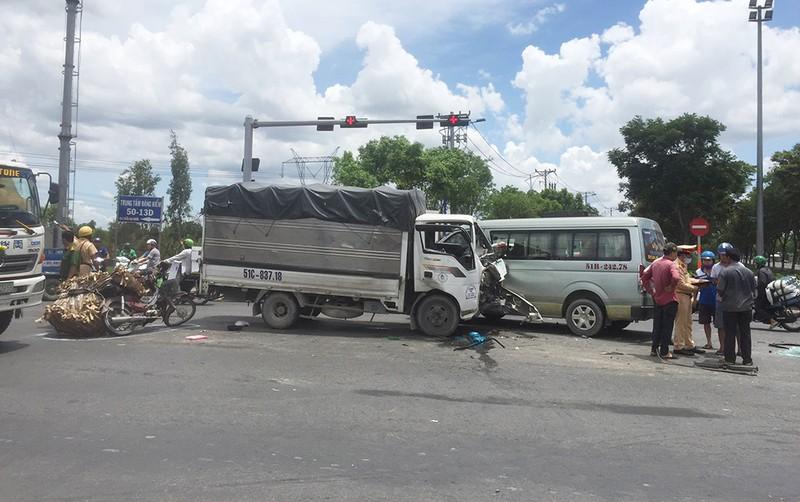 Tai nạn liên hoàn, 5 người bị thương ở Bình Tân - ảnh 2