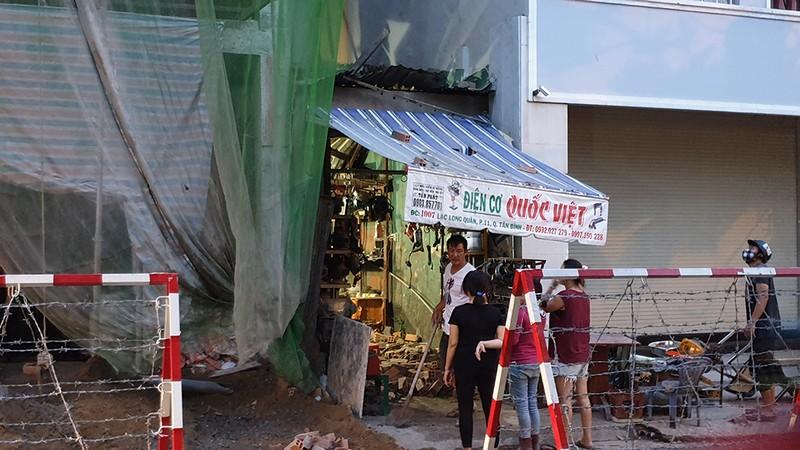 Quận Tân Bình: 'Gió thổi đổ gạch' ở công trình đang xây dựng - ảnh 2