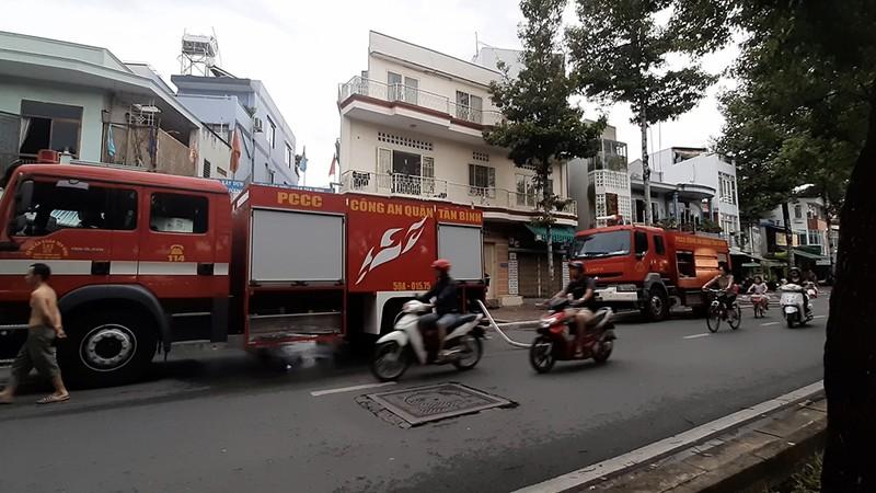 Tân Bình: Cháy nhà, 4 xe máy bị thiêu rụi - ảnh 2