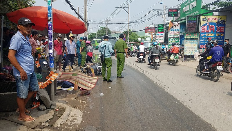 Bình Chánh: Va chạm xe tải, người đàn ông bị cán tử vong - ảnh 1