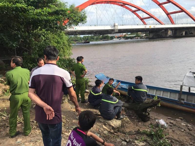 Người đàn ông ngã xuống sông tử vong khi câu cá ở sông Sài Gòn - ảnh 1