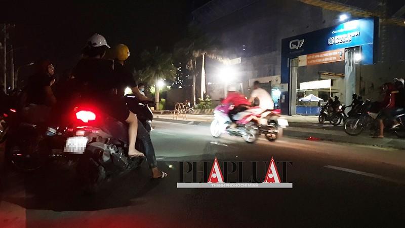 TP.HCM: Nhiều 'quái xế' tụ họp quậy trên đường phố  - ảnh 1
