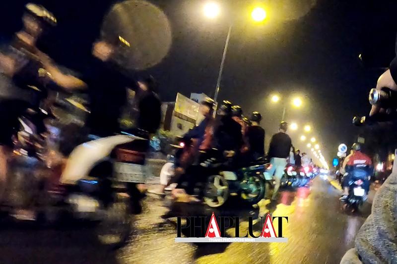TP.HCM: Nhiều 'quái xế' tụ họp quậy trên đường phố  - ảnh 4