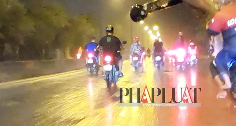 TP.HCM: Nhiều 'quái xế' tụ họp quậy trên đường phố  - ảnh 8