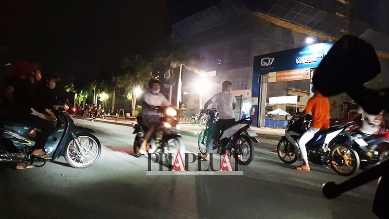TP.HCM: Nhiều 'quái xế' tụ họp quậy trên đường phố  - ảnh 5