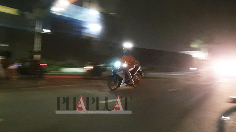 TP.HCM: Nhiều 'quái xế' tụ họp quậy trên đường phố  - ảnh 7