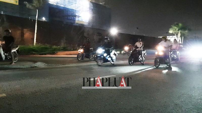 TP.HCM: Nhiều 'quái xế' tụ họp quậy trên đường phố  - ảnh 2