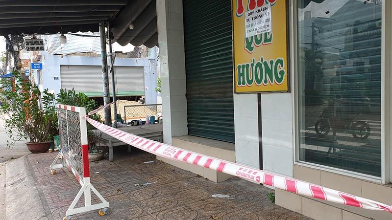Quận Tân Phú: Phong tỏa, cách ly nhiều ngôi nhà trong đêm - ảnh 8