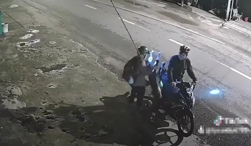 Củ Chi: Camera ghi cảnh kẻ trộm chó Pitbull gần 40 kg - ảnh 2