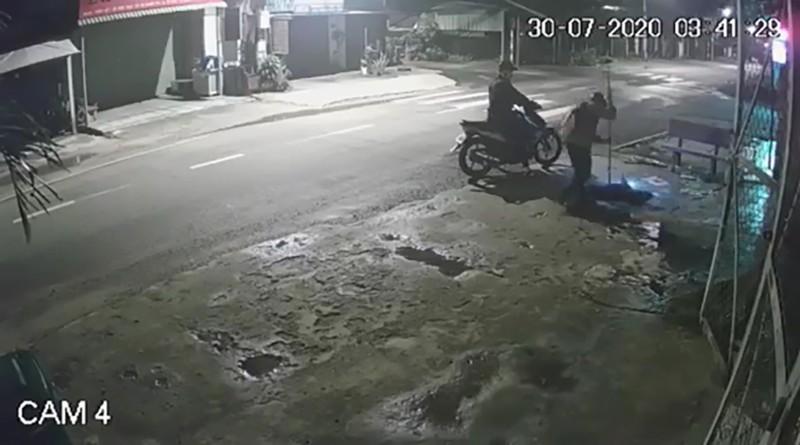 Củ Chi: Camera ghi cảnh kẻ trộm chó Pitbull gần 40 kg - ảnh 1