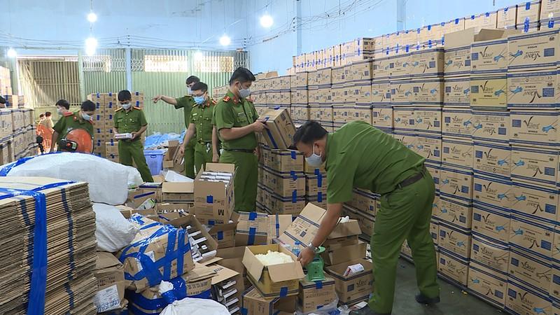 Đường dây làm hàng triệu găng tay y tế giả ở Bình Tân - ảnh 2