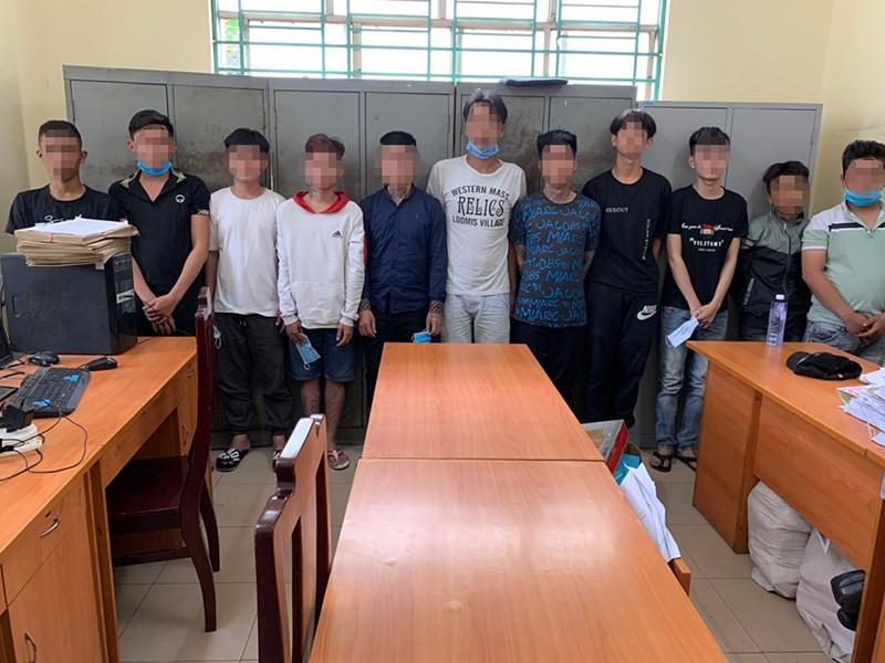 11 thanh thiếu niên đập quán trà sữa bị công an mời lên phường - ảnh 1