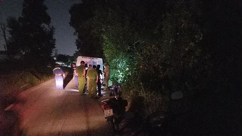 Bình Tân: Người đàn ông chết trong tư thế treo cổ ở lùm cây - ảnh 1