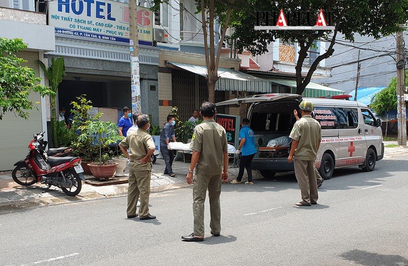 2 người chết trong nhà nghỉ ở quận Bình Tân - ảnh 1