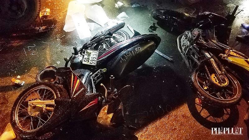Bình Tân: Ô tô tông nhiều xe chờ đèn đỏ, nhiều người bị thương - ảnh 3