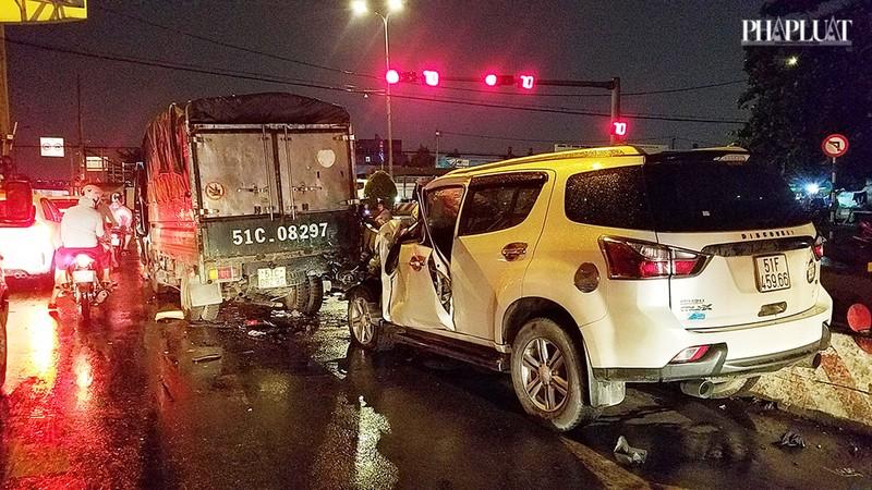 Bình Tân: Ô tô tông nhiều xe chờ đèn đỏ, nhiều người bị thương - ảnh 4
