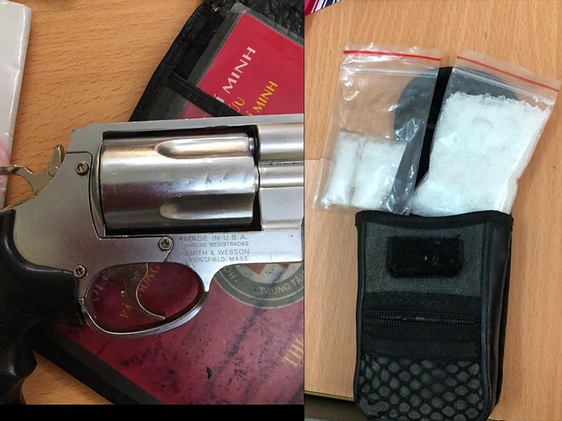 Nghi can khai thủ súng phòng thân khi đi mua bán ma túy - ảnh 2