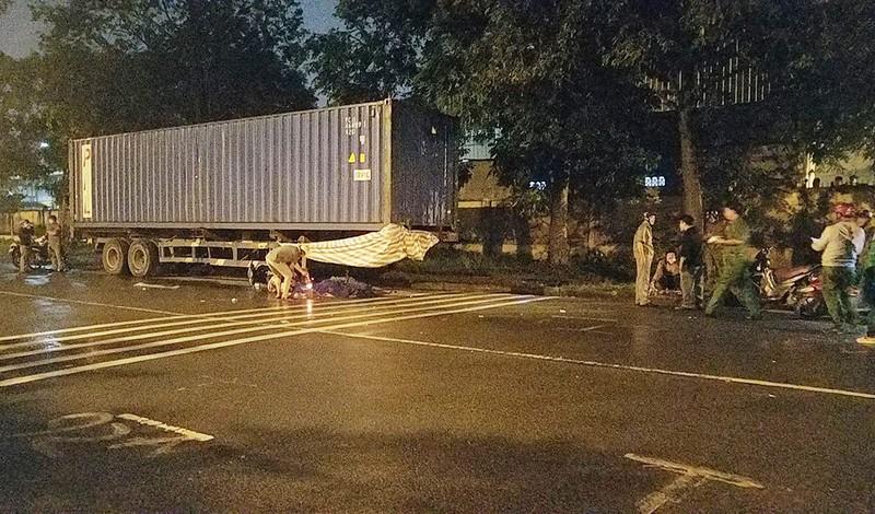 1 người tử vong bất thường cạnh xe máy ở KCN Vĩnh Lộc - ảnh 1