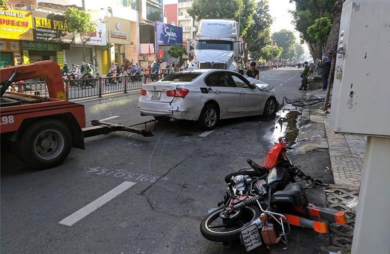 Container tông nhiều người bị thương ở quận 10 - ảnh 1