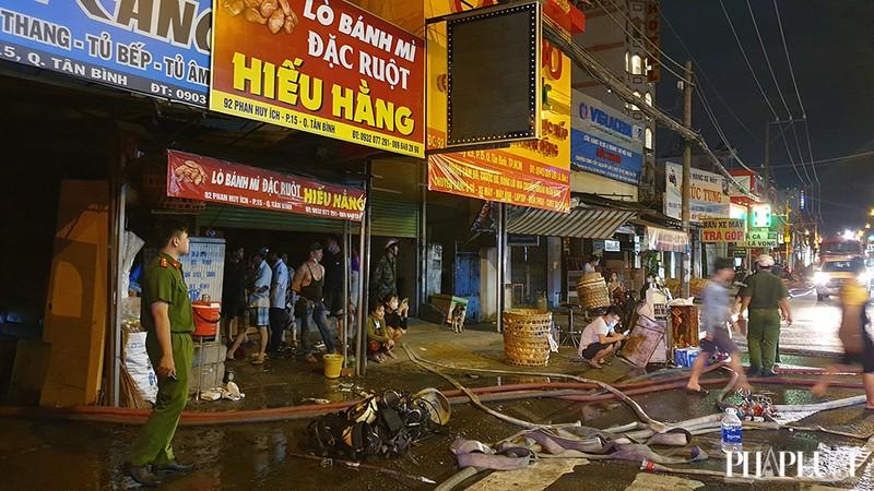 3 cửa hàng ở Tân Bình bị cháy dữ dội  - ảnh 4