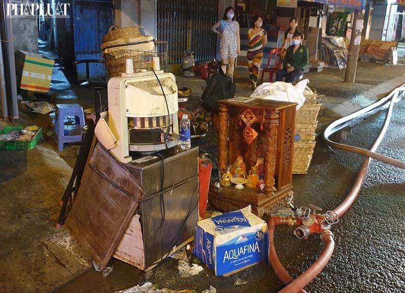 3 cửa hàng ở Tân Bình bị cháy dữ dội  - ảnh 3