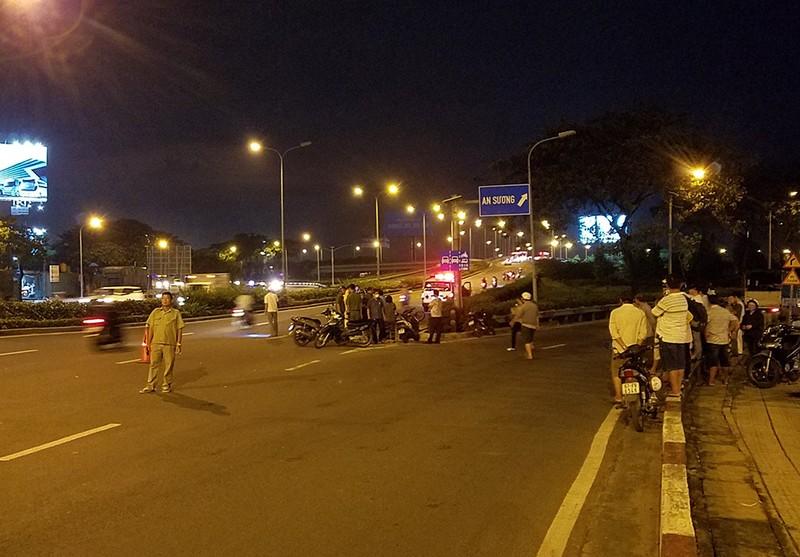 Thầu xây dựng tử vong cạnh xe máy trên đường Võ Văn Kiệt - ảnh 1