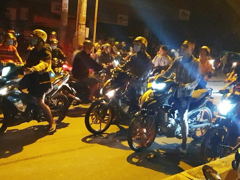 Công an TP.HCM giải tán 4 tốp chạy xe máy gây rối - ảnh 2