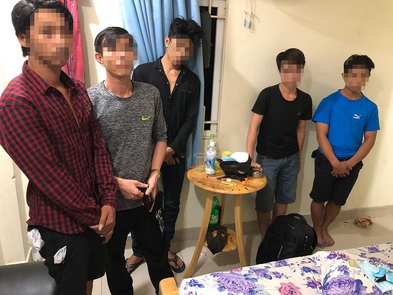 Bình Tân: Đồng loạt kiểm tra các điểm kinh doanh 'nhạy cảm' - ảnh 1