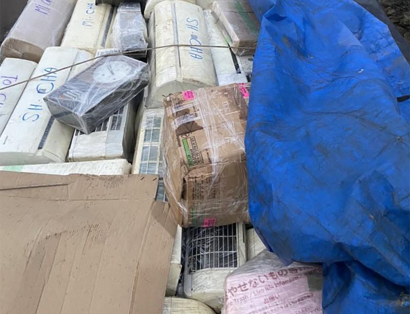 Tân Phú: Công an bắt 3 xe tải chở hàng điện tử đã qua sử dụng - ảnh 2