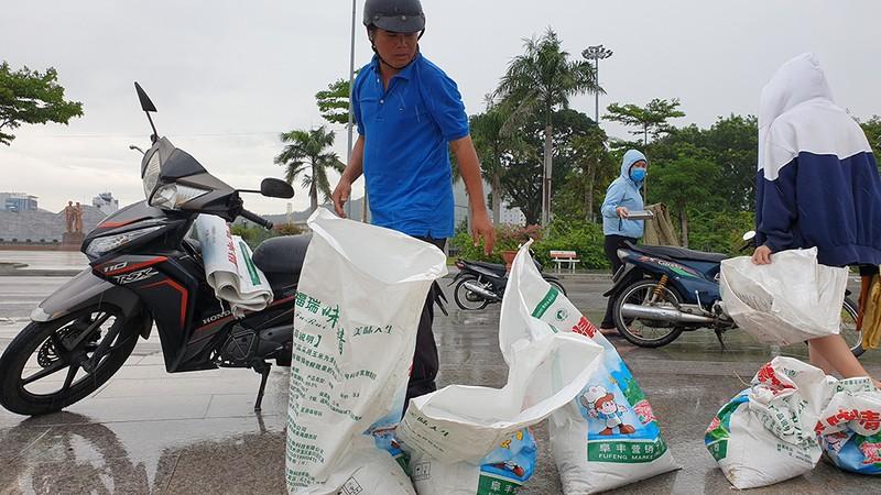 Những hình ảnh ở Quy Nhơn trước đêm bão số 9  - ảnh 10