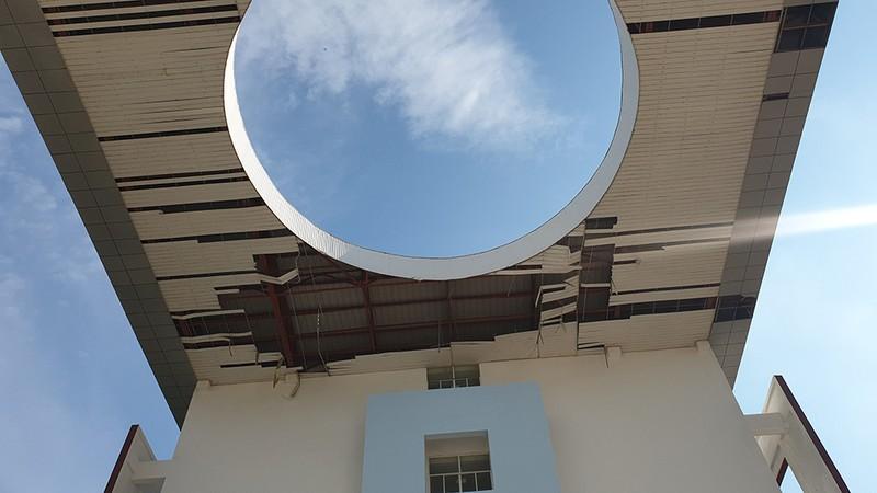 Cận cảnh trường học tan hoang sau bão ở Quảng Ngãi - ảnh 9