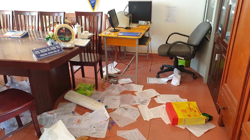 Cận cảnh trường học tan hoang sau bão ở Quảng Ngãi - ảnh 10
