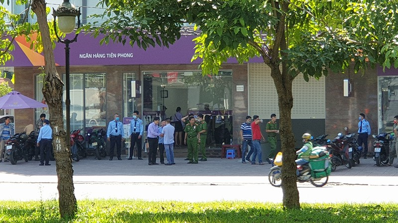 Thanh niên cướp ngân hàng ở Bình Tân gây án như thế nào - ảnh 3
